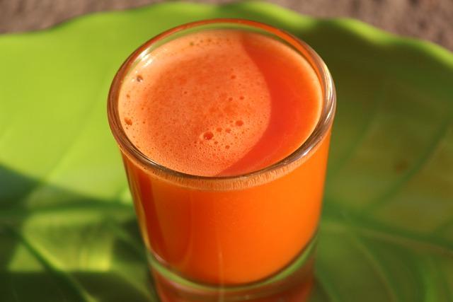 Морковный сок - полезные свойства.